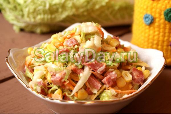 Салат с пекинской капустой, ветчиной и сыром