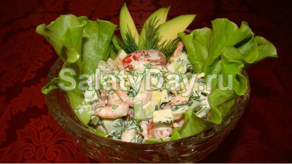 Порционный микс-салат с креветками и авокадо