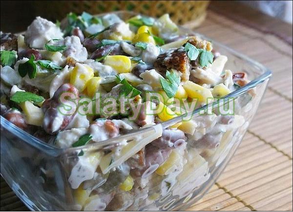 Салатик с копченой курицей, кукурузой и фасолью