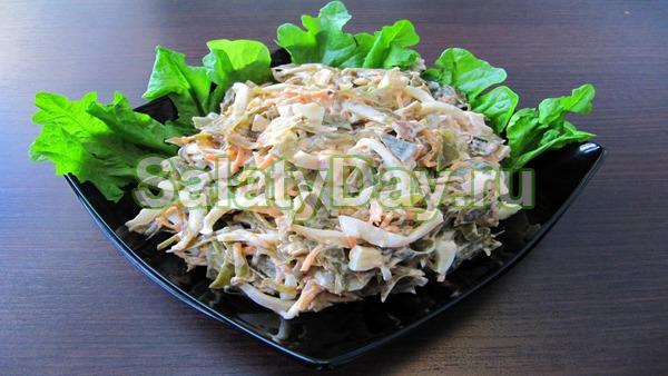 Салат с морской капустой, крабовыми палочками и кальмарами – роскошное блюдо для ваших гостей