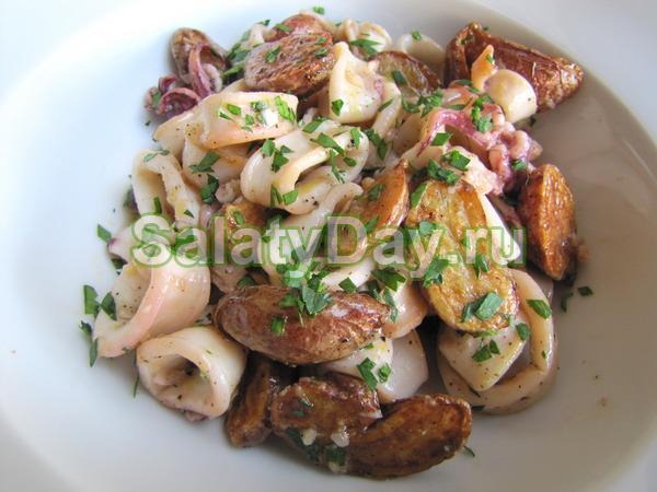 """Салат """"Быстрый ужин"""" с кальмарами и картофелем"""