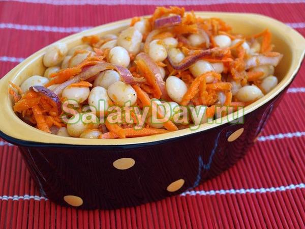 Салат с корейской морковью, фасолью и курицей