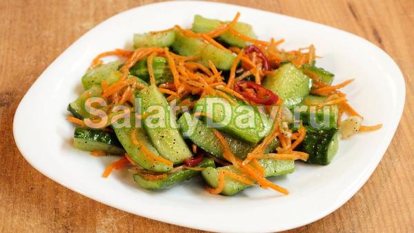 Салат с корейской морковью, огурцами и фасолью