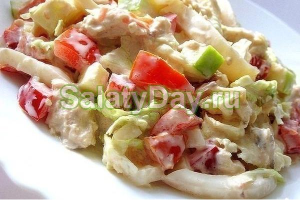 Салат «Наслаждение» с курицей, сыром и огурцом