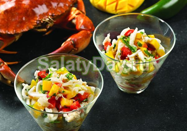 Салат с крабовыми палочками, анонсом и манго