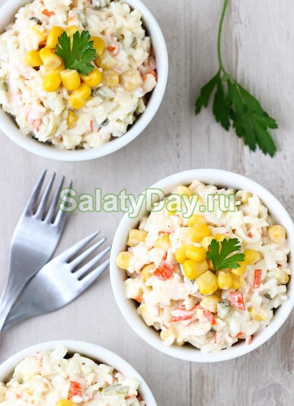 Ананасовый салат и крабовое мясо