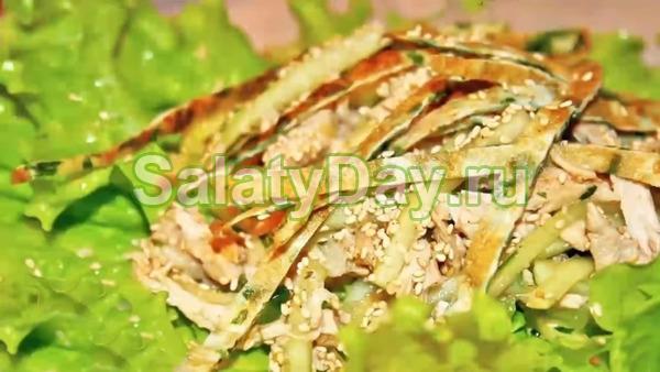 Салат с омлетными блинчиками «Кунжутный»