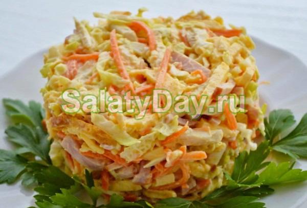 Необычный салат с блинчиками и корейской морковью