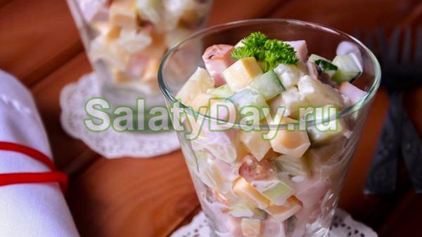 Простой салат с плавленым сыром и ананасом