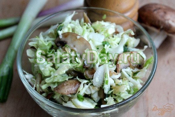 Постный салат с грибами и квашеной капустой