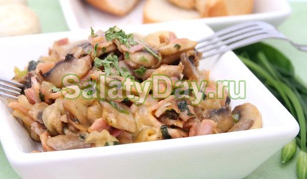 Сытный салат с беконом
