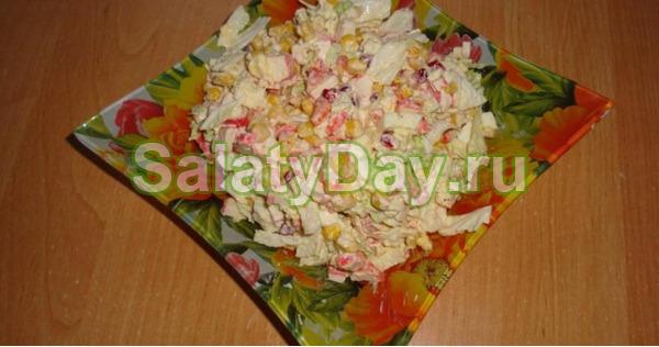 Салат с корейской морковью и крабовыми палочками «Маяк»