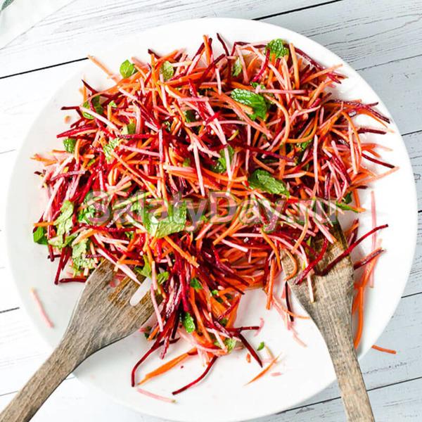 """""""Метелка"""" - салат со свеклой, морковью, капустой и чесноком"""