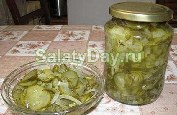 Нежинский салат по рецепту, разработанному нежинскими кулинарами для советской пищевой промышленности