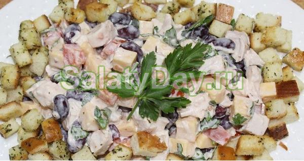 Классический салат с фасолью и курочкой