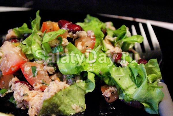 Рыбный салат с горбушей и фасолью