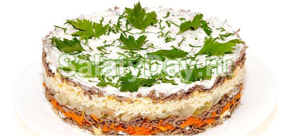 """Классический слоеный салат """"Обжорка"""" с отварной свиной печенью и солёными огурцами"""