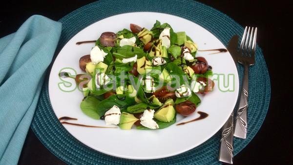 Салат с авокадо, помидорами и сыром «Филадельфия»