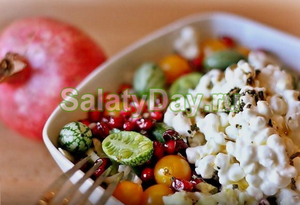 Салат из творога, мини-огурцов, граната от Юлии Высоцкой
