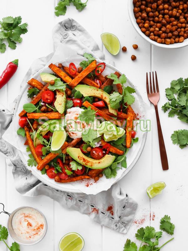 Салат с картошкой фри и креветками