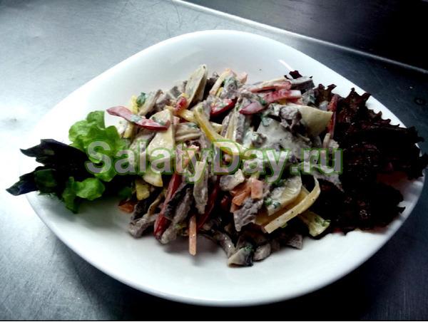 Необычный греческий салат с мясом и грибами