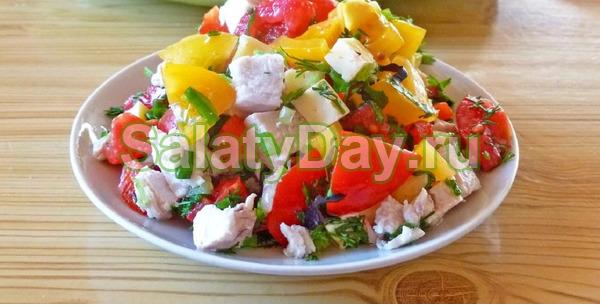 Салат «Фантазия» с куриной грудкой, овощами