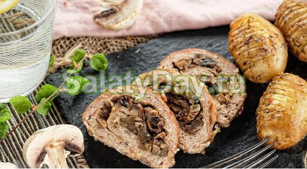 Нежный мясной рулет с грибами и сыром в духовке