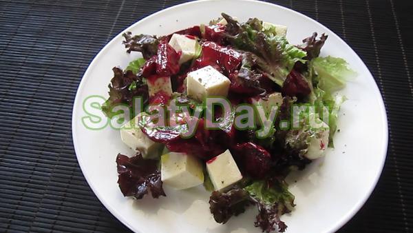 Салат из печенной свеклы и брынзы