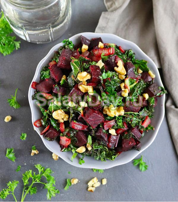 Салат из свеклы, имбиря, капусты и грецких орехов