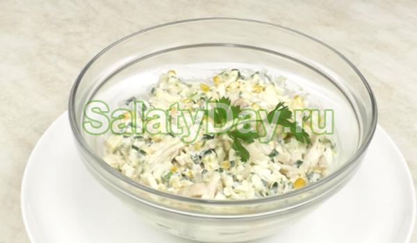 Салат из кальмаров, кукурузы и крабовых палочек
