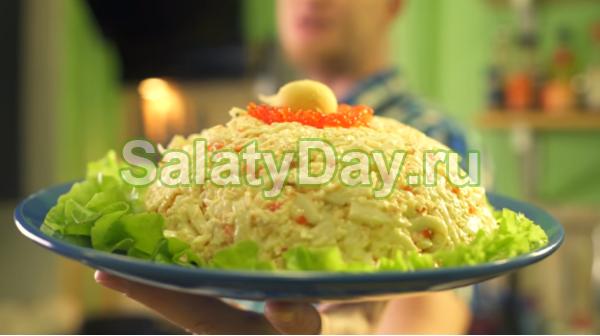 Праздничный салат с грибами, кальмарами и крабовыми палочками