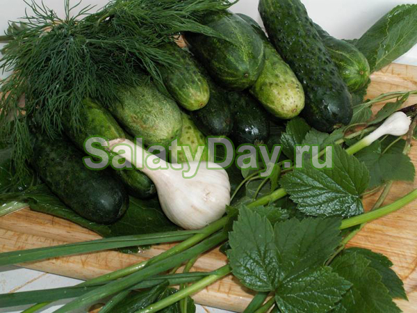 Популярный салат из крупных огурцов на зиму