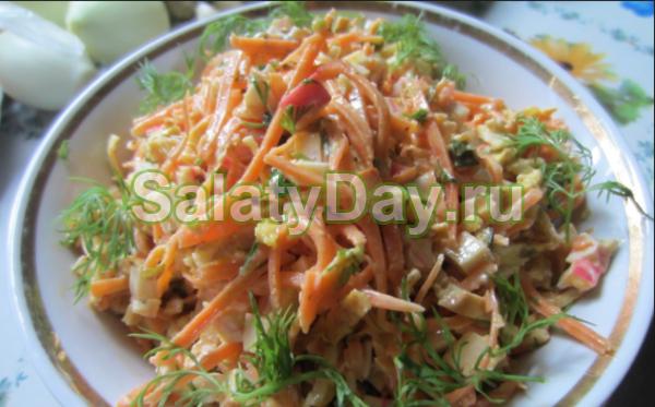 Салат с морской капустой, крабовыми палочками и морковью