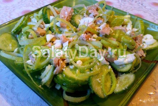 Салат из консервированных кальмаров с огурцом и болгарским перцем