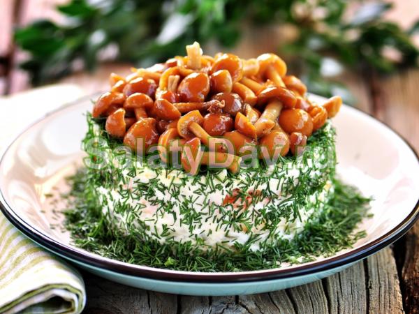 Салат «Грибная полянка» с корейской морковкой