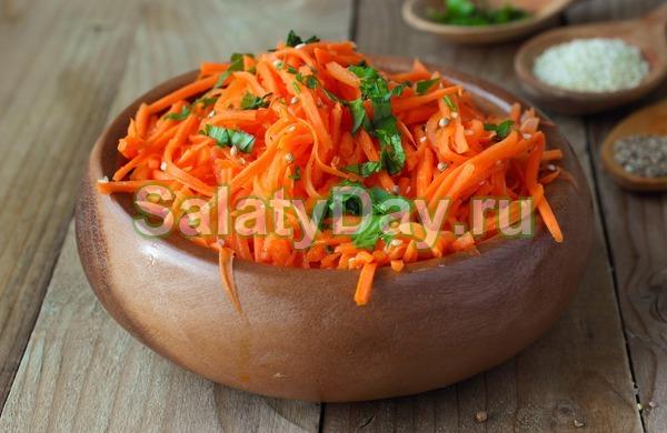 Салат с копченой курицей и корейской морковью – с болгарским перцем