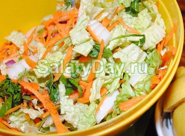Салат с копченой курицей и корейской морковью – с пекинской капустой