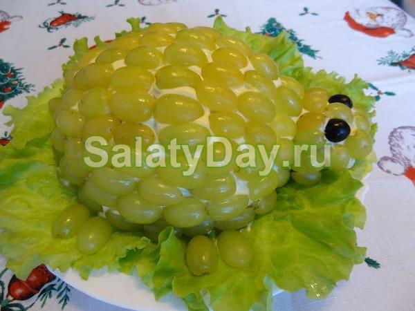 Салат черепашка с виноградом