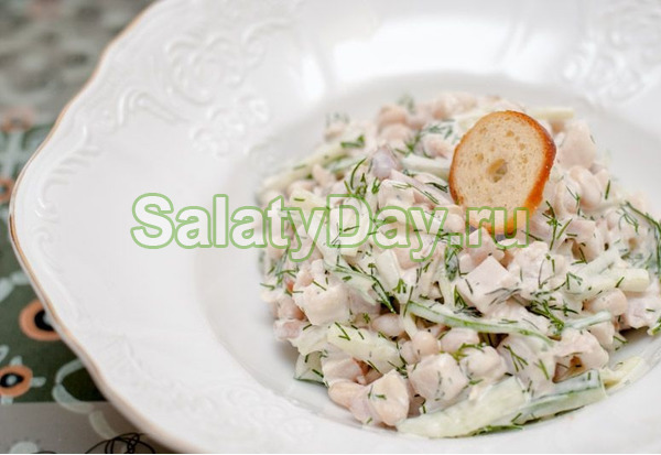 Самый простой русский салат с фасолью и копченой курицей