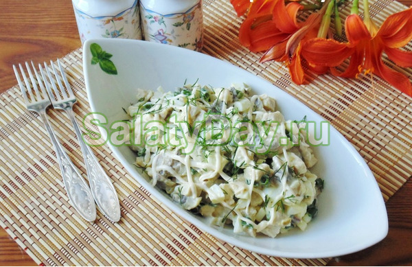 Праздничный салат с фасолью и копченой курицей
