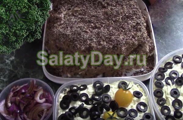 Салат Мужской каприз с двумя видами мяса и гранатом