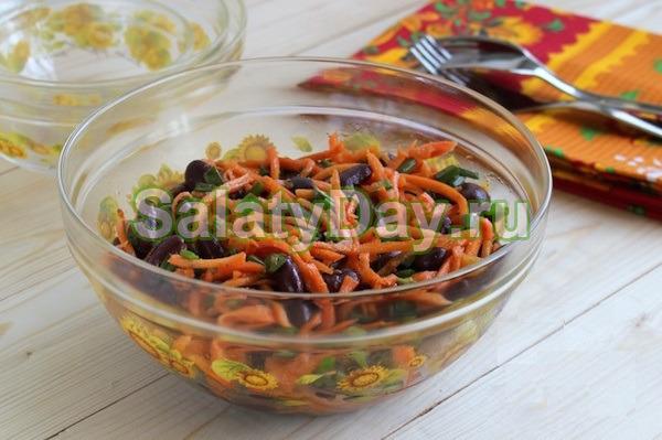 Салат с копченой колбасой, фасолью и корейской морковью