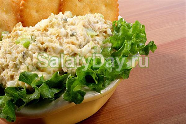 Салат с кальмарами, грибами и авокадо