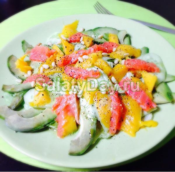 Салат с семгой и авокадо «Райское утро»