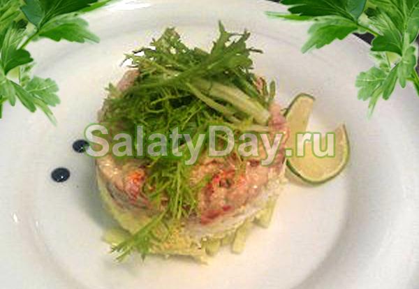 Салат с креветками и раковыми шейками